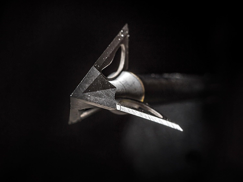 sharp broadhead arrow bowhunting