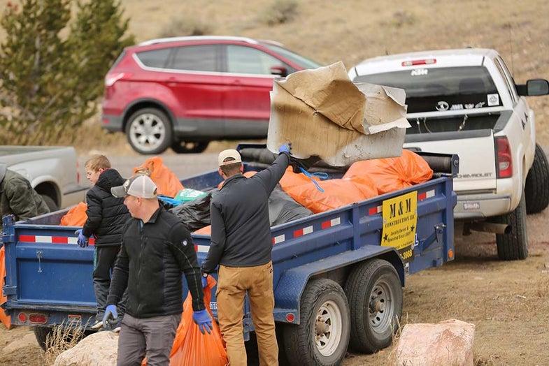 volunteers cleaning trash