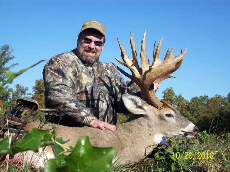 Taxidermist Takes Monster Missouri Buck With Bow After Skimming his Antler With Muzzleloader Last Year