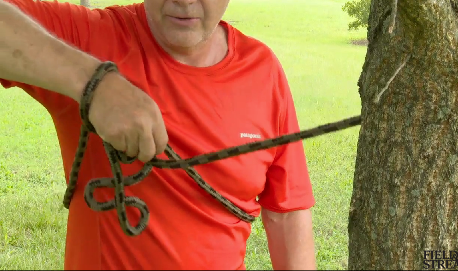 Video: How to Tie a Bowline with One Hand