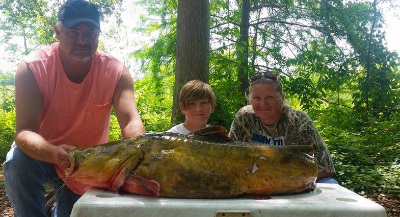 florida state record flathead, record fish, state record fish, kid sets fishing record, teenager fishing record