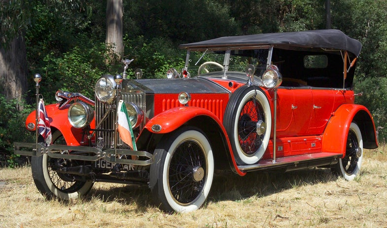 Photos: Vintage Rolls Royce Tricked Out for Tiger Hunting (Machine Gun Included)