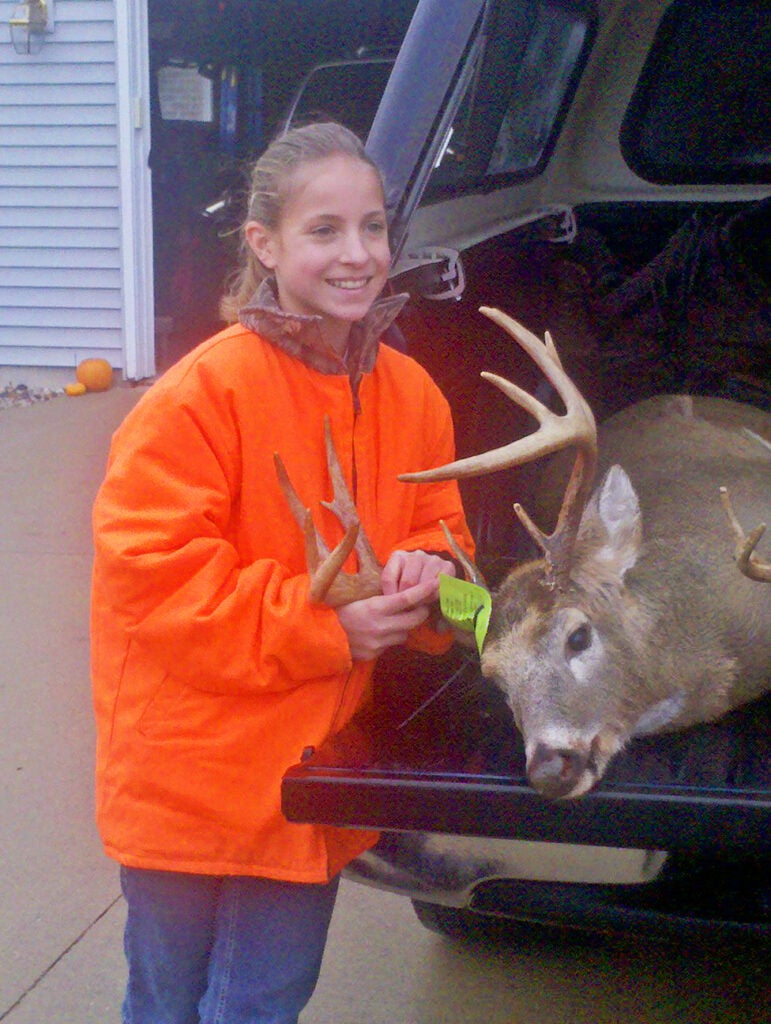 httpswww.fieldandstream.comsitesfieldandstream.comfilesimport2014importImage2010photo38356Daughter_and_Buck.jpg
