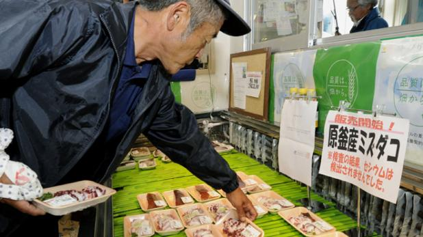 httpswww.fieldandstream.comsitesfieldandstream.comfilesimport2014importBlogPostembedfukushima_fish_sale.jpg