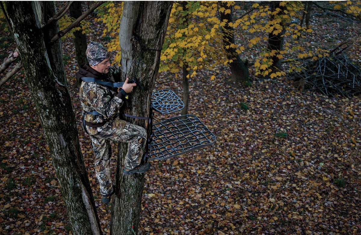 Exit Strategies: Leave Your Stand Without Spooking Nearby Deer