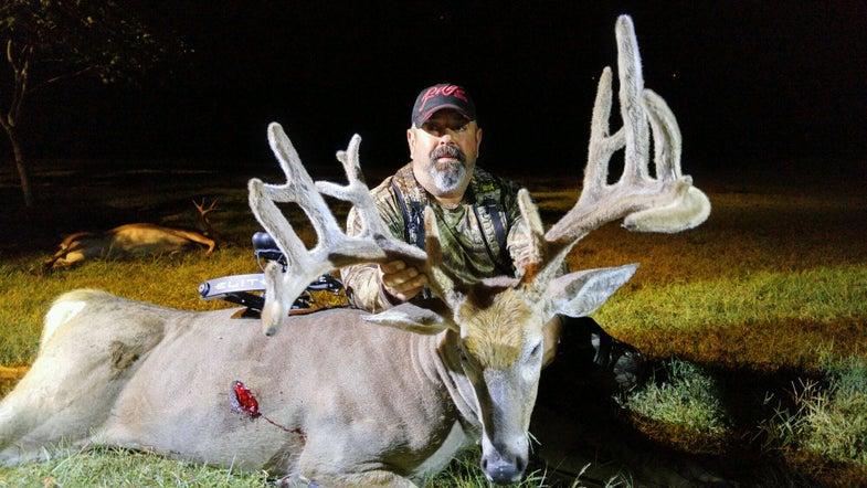Hunting, Deer Hunting, Whitetails, Trophy Buck, Velvet Buck, 200-inch Buck, Dave Hurteau