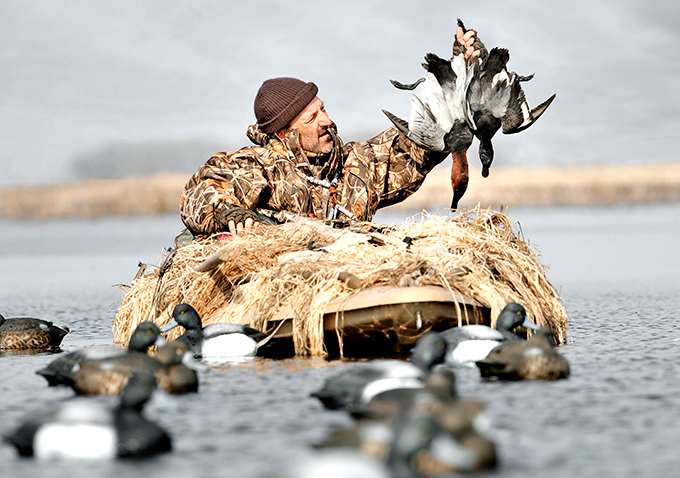 Divers Down: How to Hunt from a Layout Boat