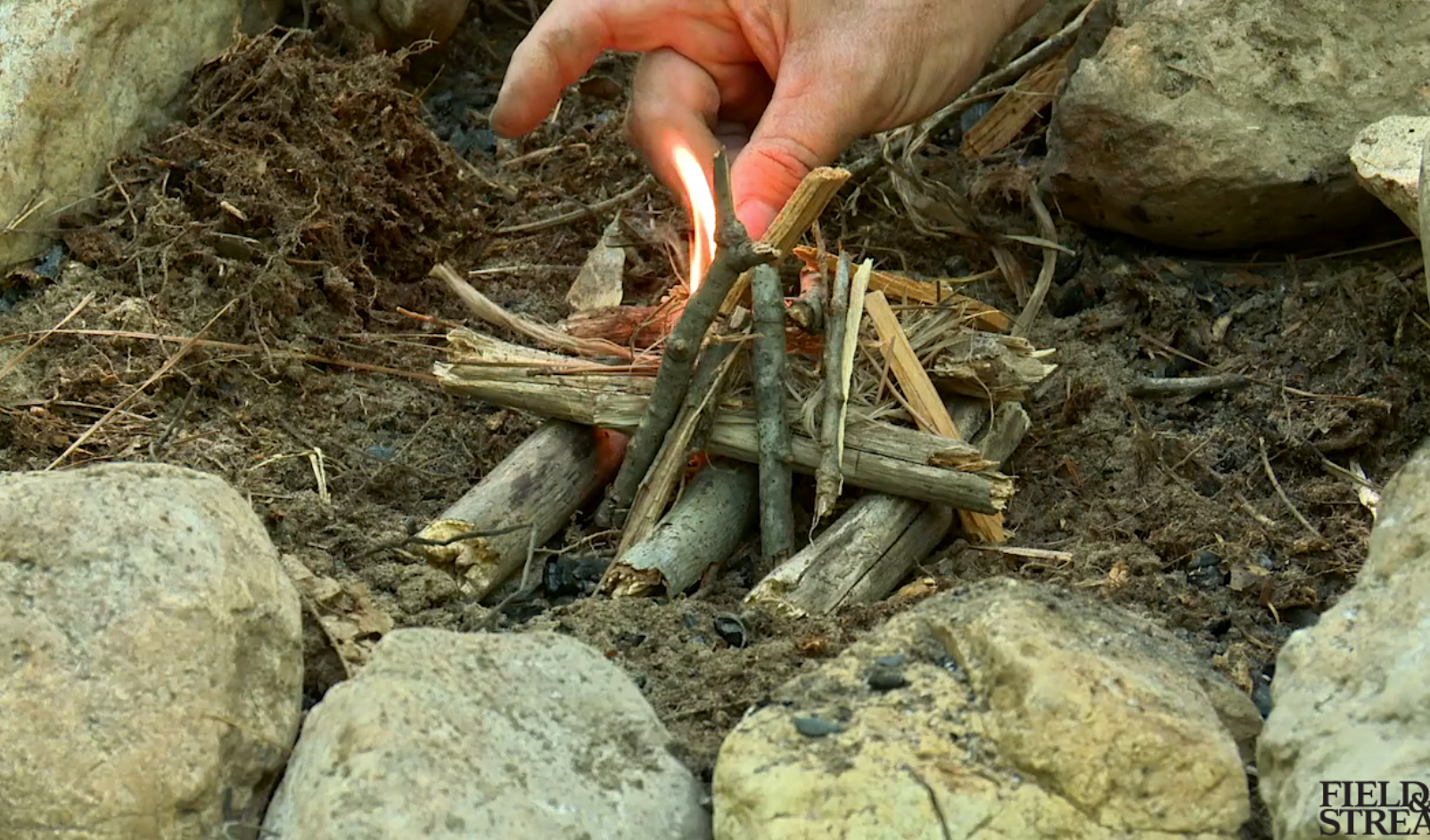 Video: The Best Way to Build a Fire