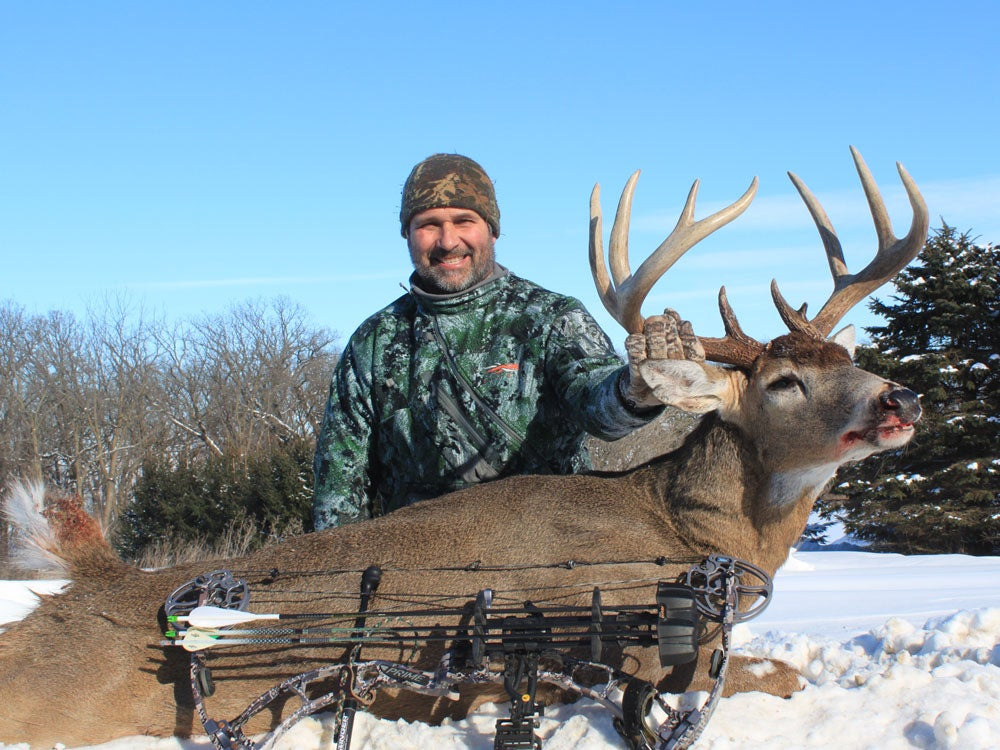 Bow hunter cold weather bowhunting