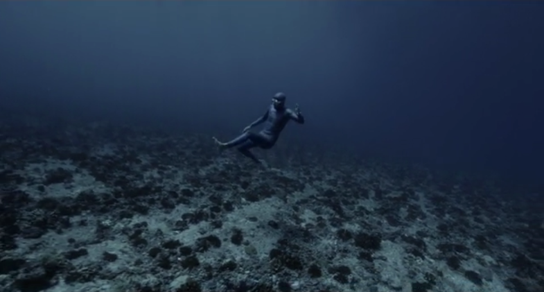 Unreal Video: Freediver Traveling on Strong Ocean Current