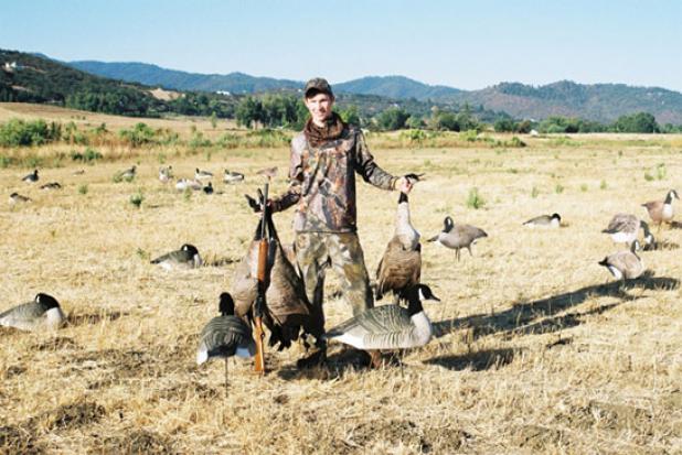 httpswww.fieldandstream.comsitesfieldandstream.comfilesimport2014importBlogPostembedKids_Hunting_Geese.jpg