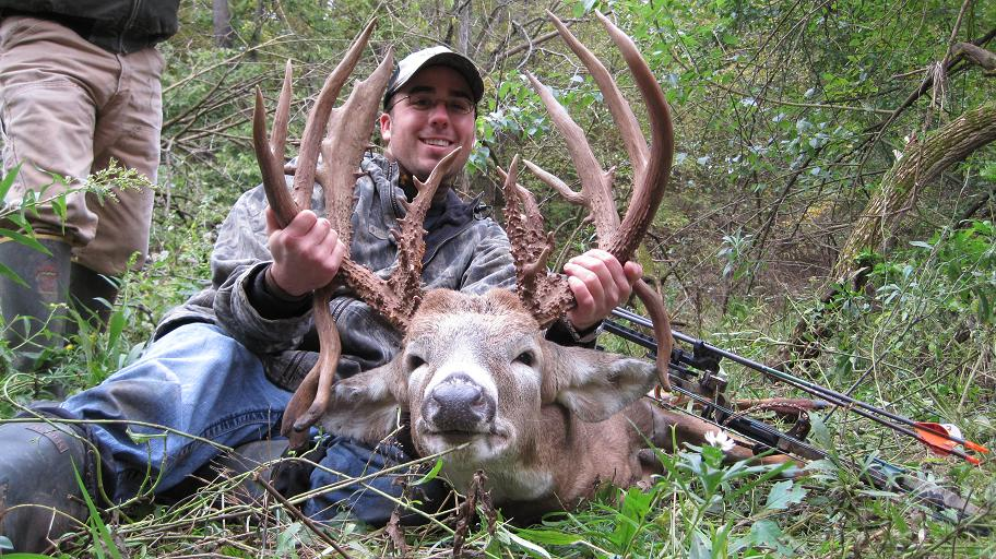Illinois Bowhunter Tags 29-Point Drop-Tine Buck in McDonough County