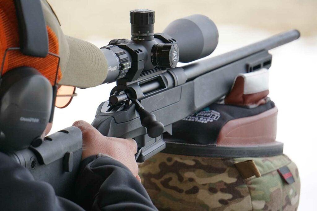 aiming a rifle using a shooting bag