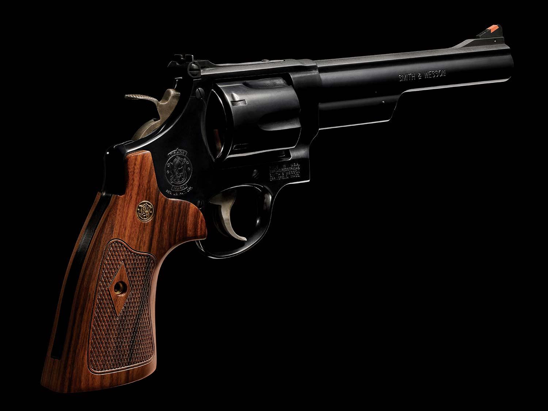 A handgun magnum revolver.