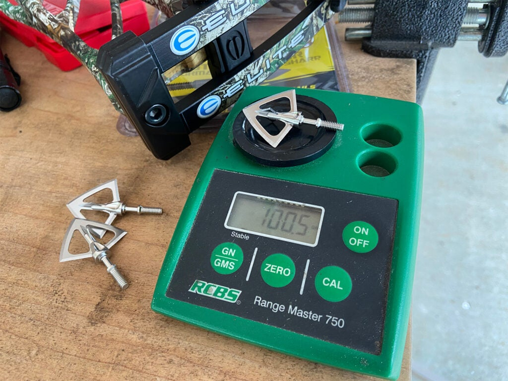 A Sik F4 broadhead on a weight scale.
