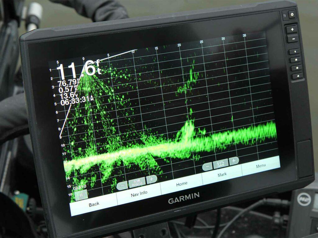 A livescope screen on a sonar.