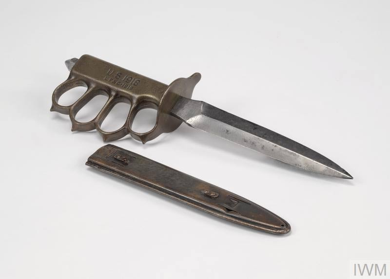 A US MK 1 Trench knife on a table.