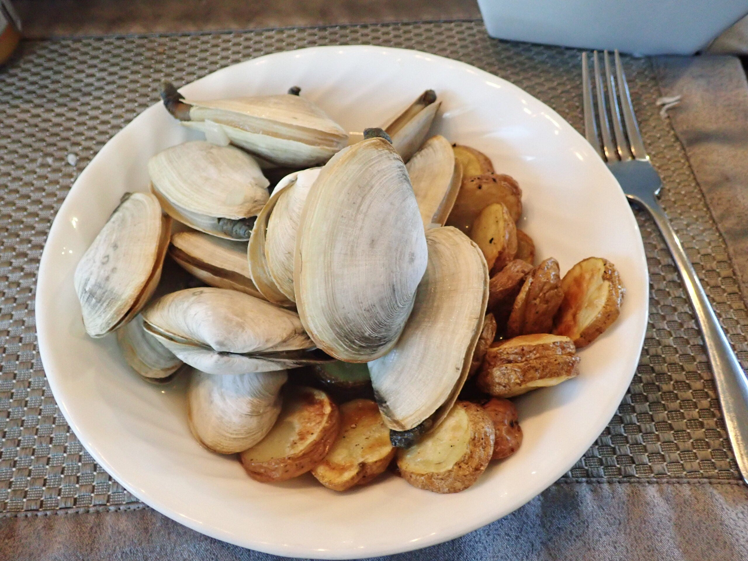 plate of clams and fried potatoes.