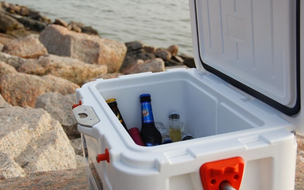 A big white box under the sea with full of cold drinks and beers.