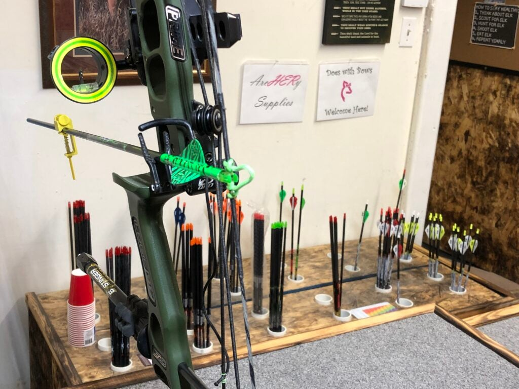 How to tune a compound bow step 1: attach bow sight to bow