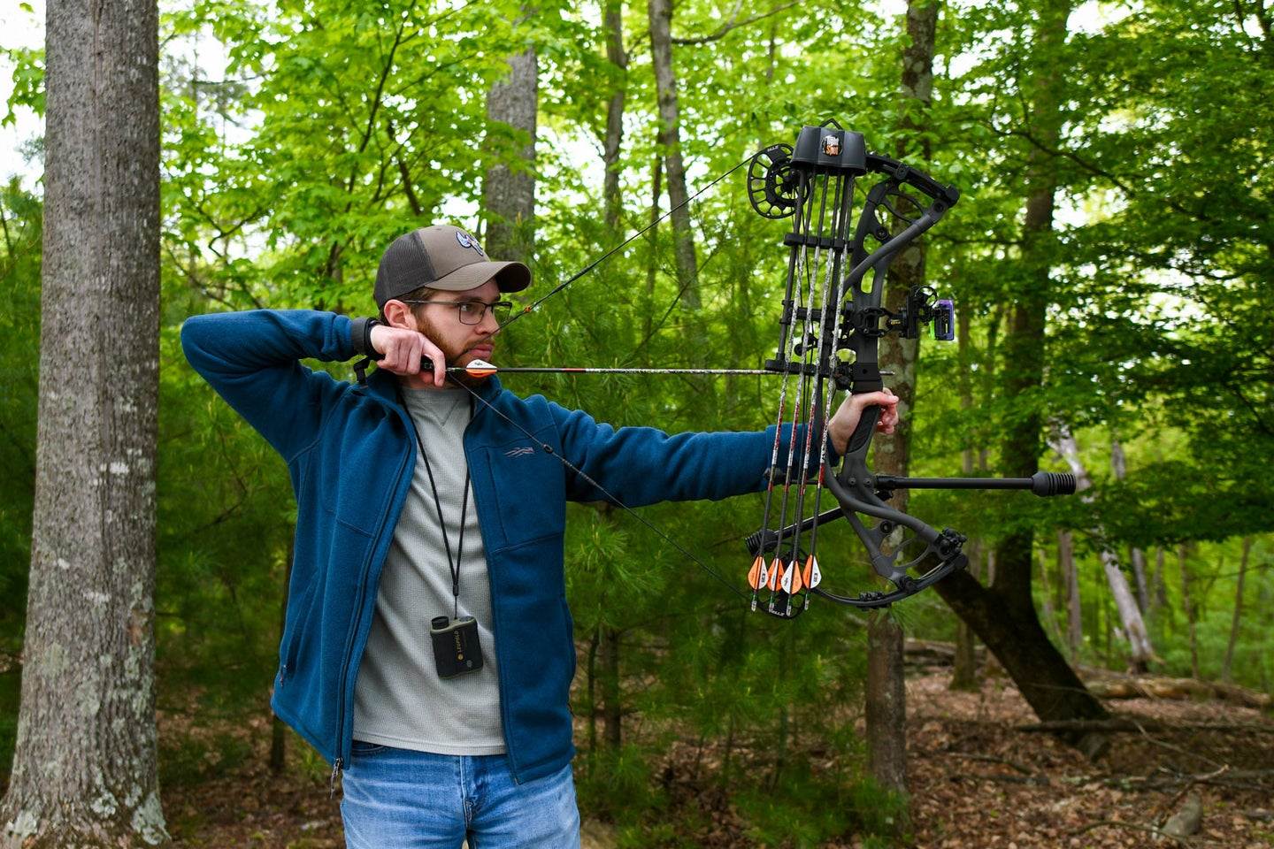 bowhunter demonstrates how to draw a compound bow